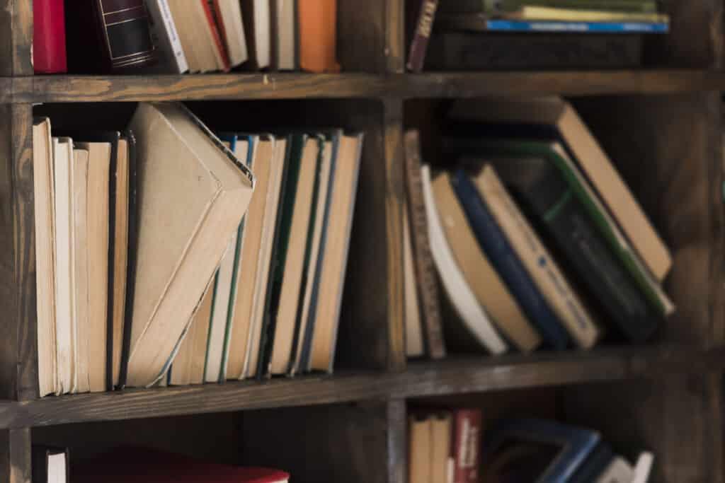 Un libro en una libreria